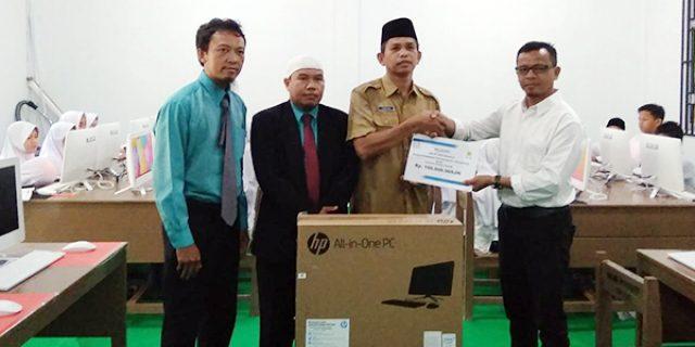 PLN Rayon Anambas Beri Bantuan Kepada Yayasan Khaira Ummah