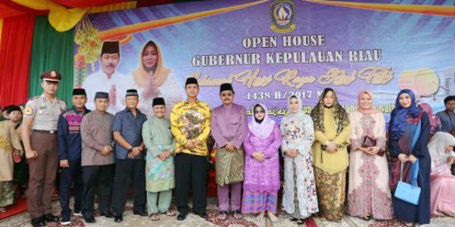"Open House Idul Fitri 1438 H ""RIBUAN MASYARAKAT PADATI GEDUNG DAERAH"""