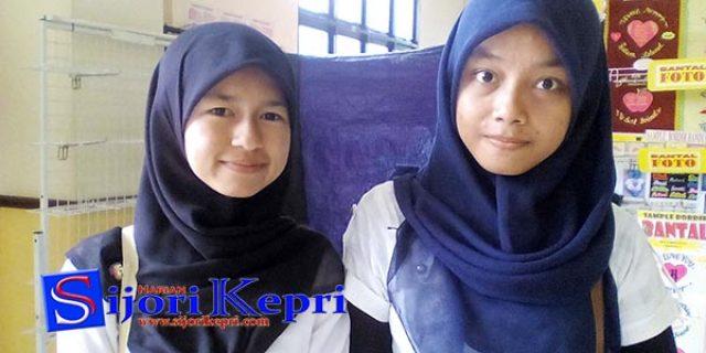 """Dua Gadis Asal Padang Pariaman """"KELUHKAN SULITNYA CARI KERJA di BATAM"""""""