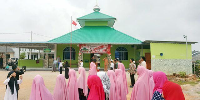 IPTU Mukiman Irup Upacara HUT RI Bersama Jemaah Masjid Sabilurrosad