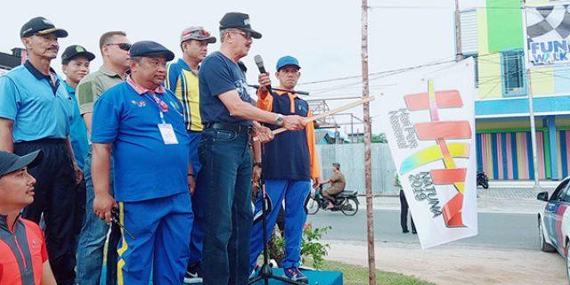 Hamid Rizal Lepas Gerak Jalan Santai HPN Ke 73 Natuna
