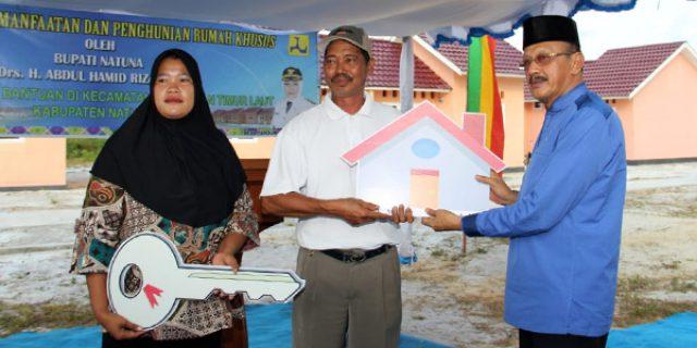 Hamid Rizal Serahkan 50 Unit Rumah Khusus Masyarakat Perbatasan dan Nelayan