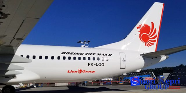 """Lion Air JT-633 """"SENGGOL TIANG LAMPU"""" Bandar Udara Bengkulu"""