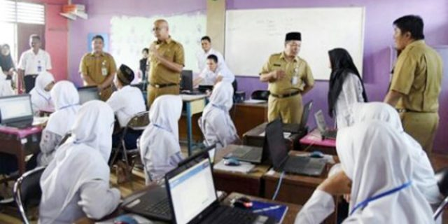 """Pj Bupati Inhil Tinjau Pelaksanaan """"UNBK 2018"""""""