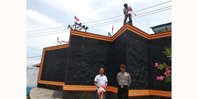 17 Bendera Merah Putih Tugu Proklamasi Tepi Laut Diganti