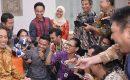"""Jokowi Jelaskan Sikapnya Soal KPK """"SAAT KUNJUNGI RUANG WARTAWAN"""""""