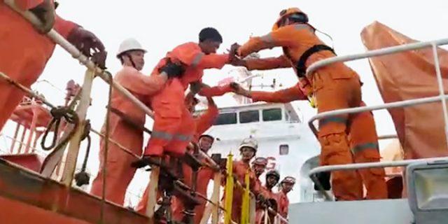Video Proses Evakuasi ABK Kapal oleh Basarnas