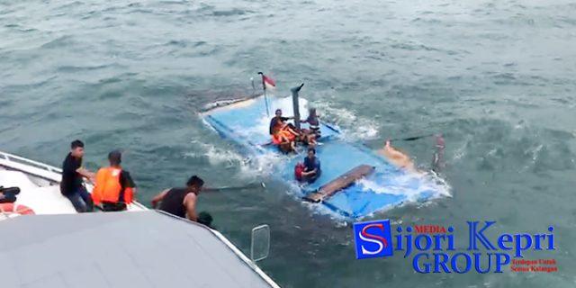 """[VIDEO] Proses Penyelamatan Para Penumpang """"KAPAL TENGGELAM di LINGGA"""""""
