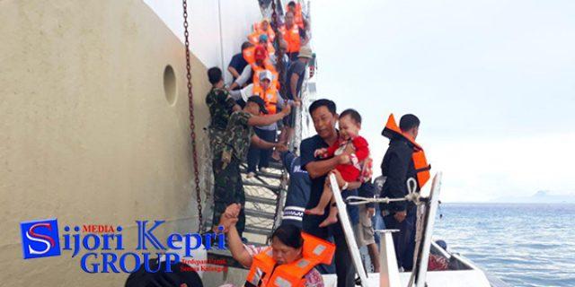 """KM Bukit Raya Kandas, """"RATUSAN PENUMPANG DIEVAKUASI"""""""