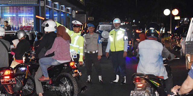 Polisi Razia, Pengendara Balik Kanan