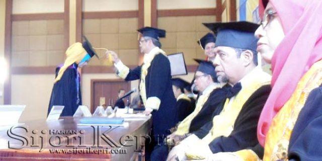 """786 Mahasiswa UMRAH """"DI WISUDA"""""""