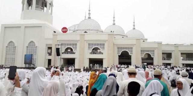Menggema, Ribuan Umat Islam Hadiri Peresmian Masjid Sultan Mahmud Riayat Syah