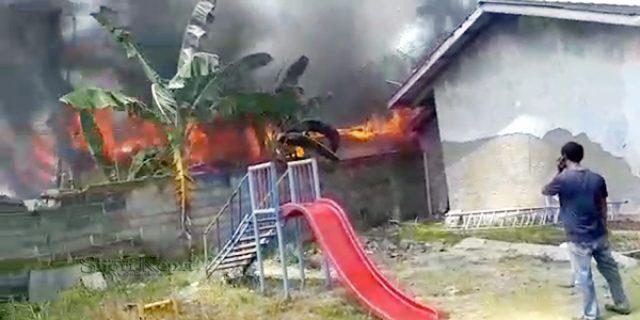 Satu Rumah dan Dua Kamar Kos Dilalap Sijago Merah