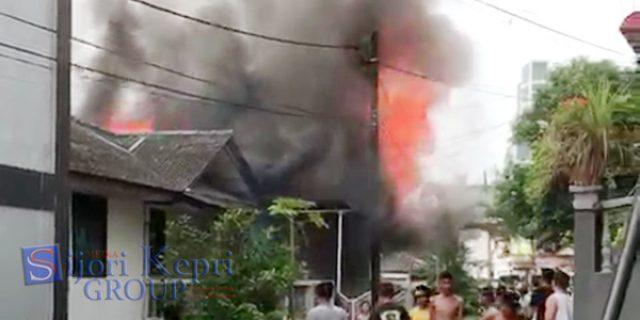 """Satu Rumah di Lubuk Baja """"NYARIS LUDES"""" Dilalap Api"""