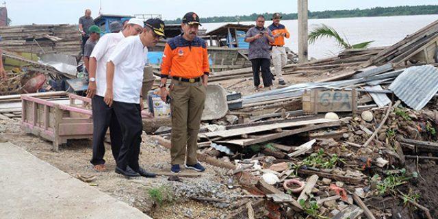 """Sekda dan BPBD Riau """"TINJAU LOKASI LONGSOR"""""""