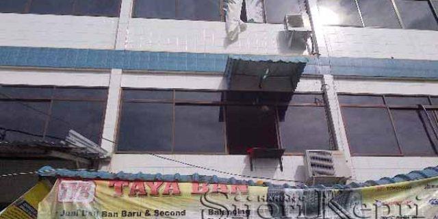 """Terjun Bebas dari Lantai Tiga Ruko Taya Ban Tanjungpinang """"KEPALA LAKI-LAKI INI PECAH"""""""