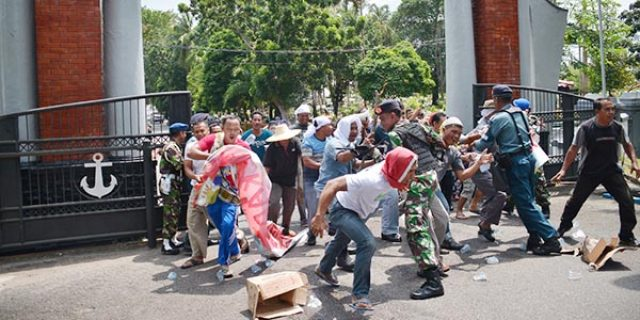 "Aksi Demo di Lantamal IV Tanjungpinang ""BERUJUNG ANARKIS"""