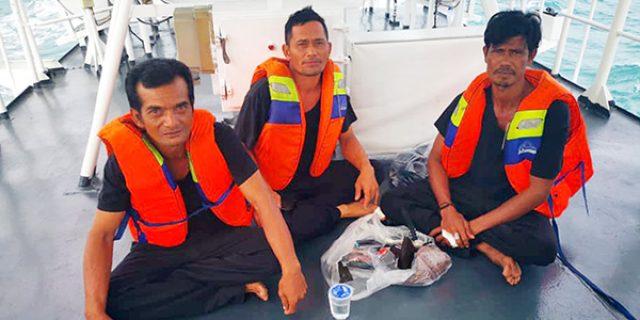 Kapal Sembako Tenggelam, Tiga Awak Terjun dan Terombang-Ambing di Laut