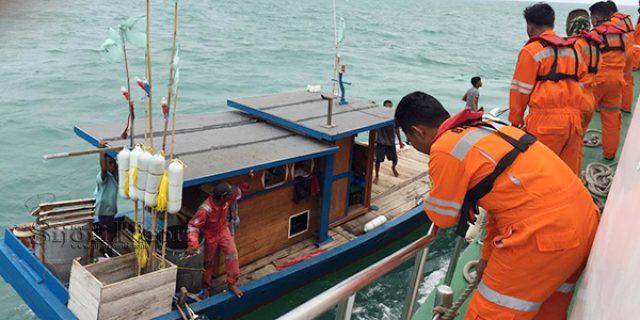 Mesin Mati Mendadak, Kapal Carolina Terombang Ambing di Tengah Laut