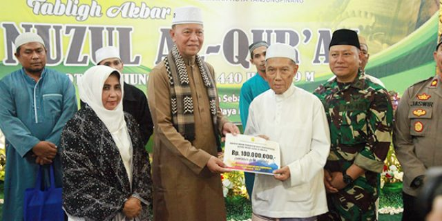 Nuzul Qur'an, Syahrul Serahkan Bantuan Rp 100 juta