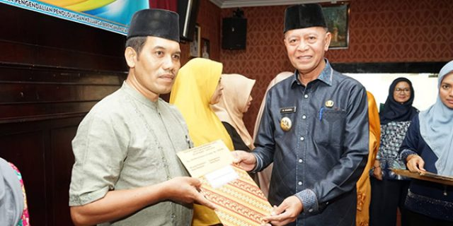 162 Kader Posyandu Terima Insentif dari Walikota